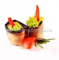 Рулетики из баклажан с овощным рататуем