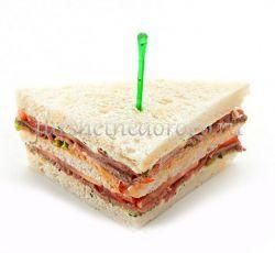Снэк сандвич с лососем и овощами