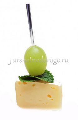 Камамбер с виноградом