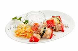 Шашлычок из куриного филе с овощами на шпажках