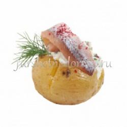 Запеченный картофель с килькой