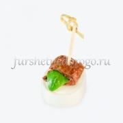 Канапе с сыром Моцарелла, вяленым помидором