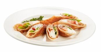 Рулетики с лососем