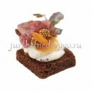 Ржаной хлеб с ростбифом и маринованным шампиньоном